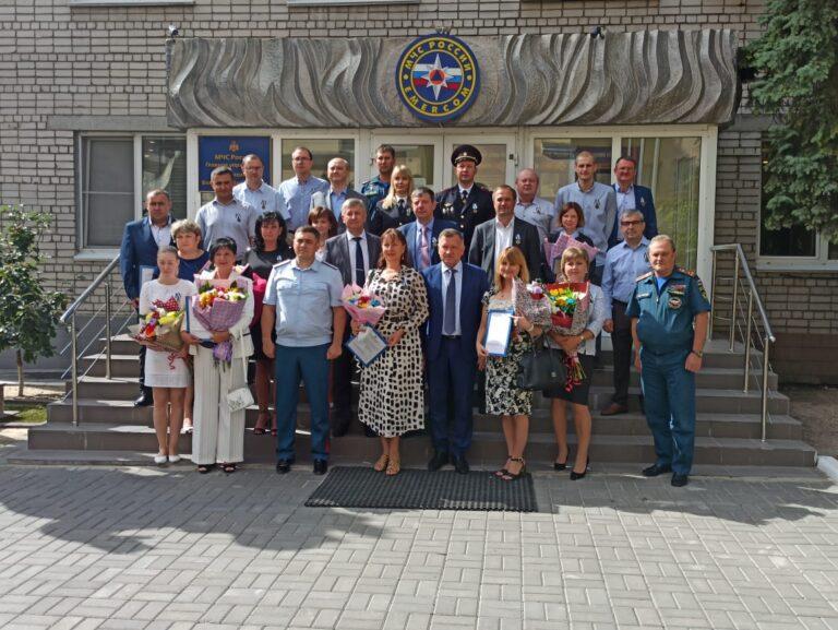 Волгоградских самоотверженных врачей наградили ведомственными медалями МЧС