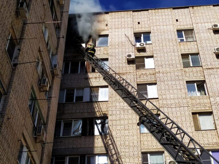 В Волжском из горящей девятиэтажки эвакуировали 25 человек
