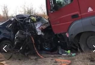 В страшной аварии в Дубовском районе погибли двое взрослых и ребенок