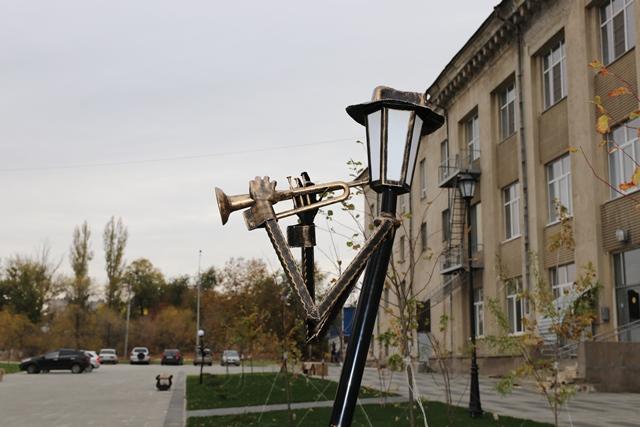 У Дворца культуры Тракторозаводского района появился «оркестр» фонарей