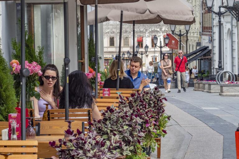 В Москве и Московской области ужесточают режим посещения баров и ресторанов