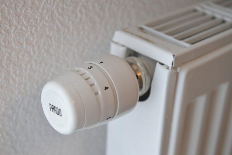 Волгоградцам рассказали, что делать, если батареи в квартире так и не греют