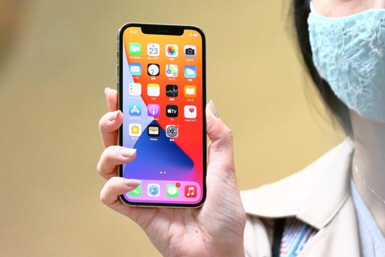 В России без ажиотажа стартовали продажи новых iPhone 12
