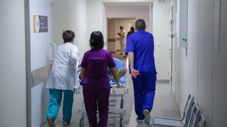 «Работаем на износ»: главврач больницы имени Фишера о работе во время пандемии