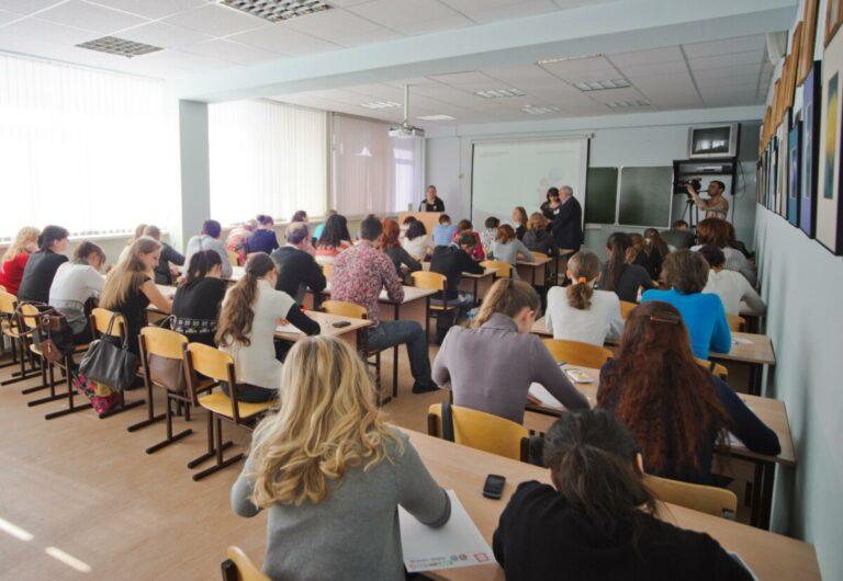 Волгоградских студентов отправляют на дистанционное обучение