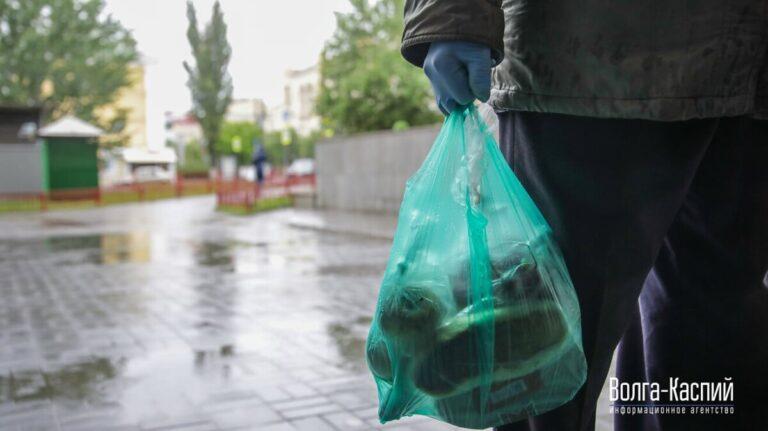 Наденем перчатки: в Волгоградской области вступили в силу новые коронавирусные ограничения