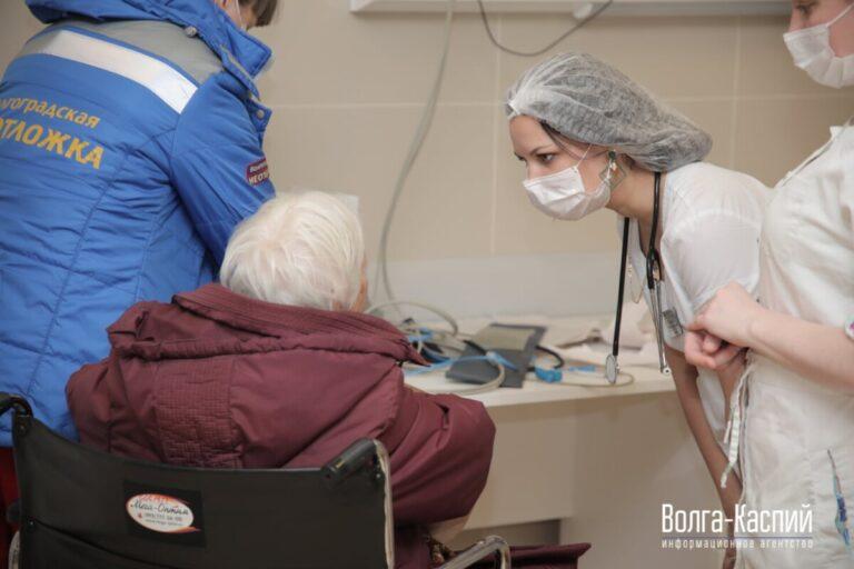 Особая группа риска: специалисты рассказали, как защититься от коронавируса людям старше 60 лет