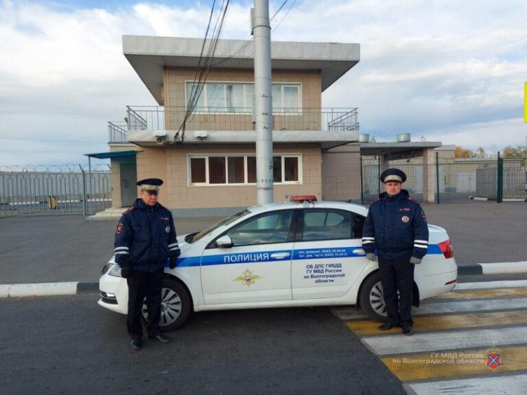 Волгоградские госавтоинспекторы спасли замерзающего водителя из Пензы