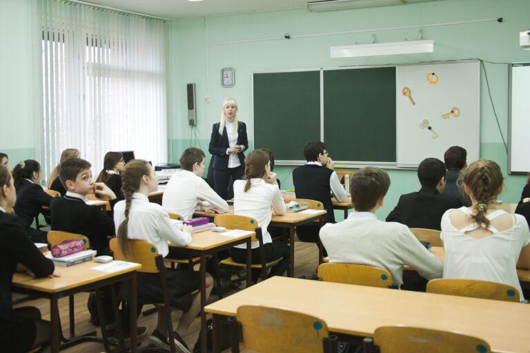 Заразившихся COVID-19 учителей в Волгоградской области заменят студенты