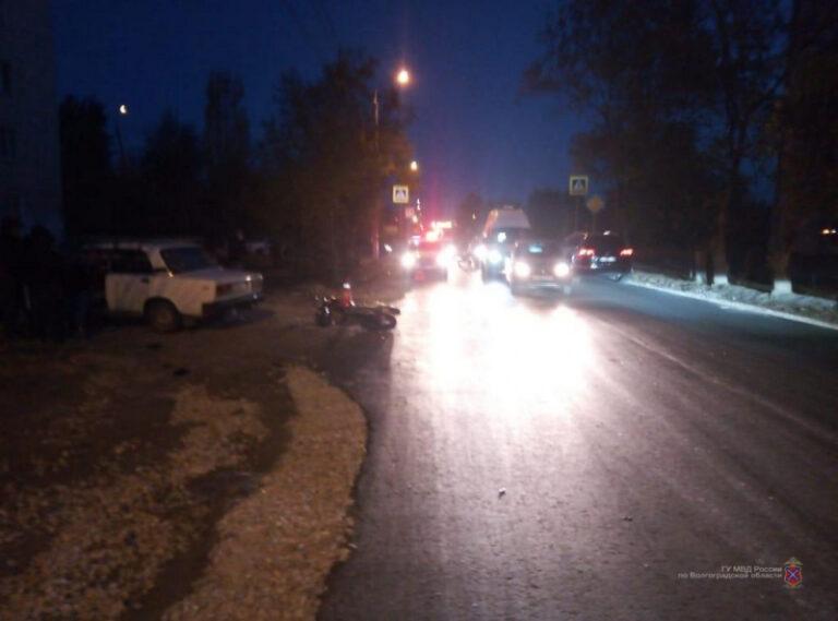 В Волгограде «семерка» пенсионера сбила мопед: «бесправный» водитель в больнице