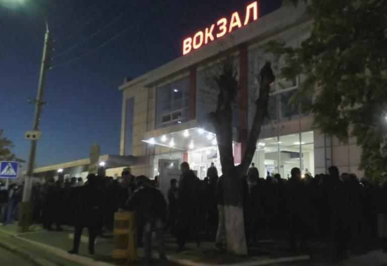 На волжском вокзале произошел коллапс из-за толпы мигрантов