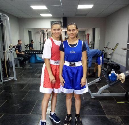 Сестры-двойняшки из Волжского победили в турнире по боксу в Орле