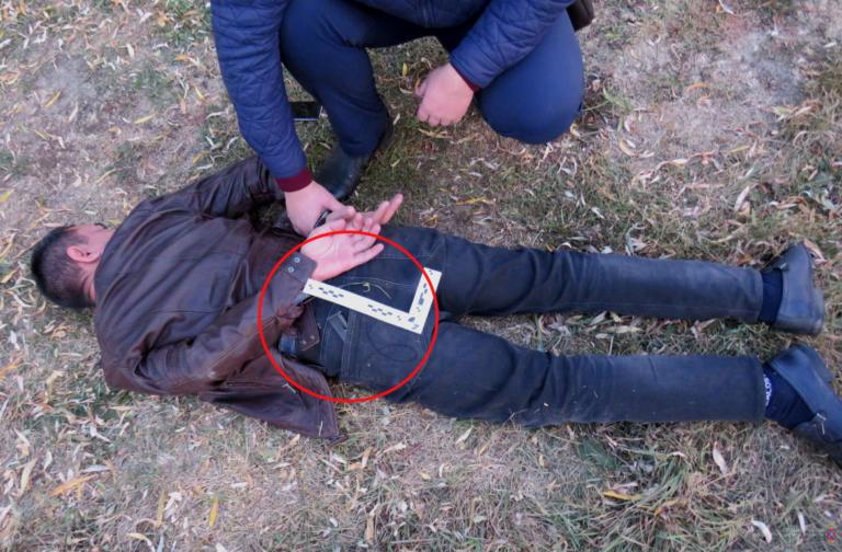 В Урюпинске вооруженный пистолетом и бритвой пассажир угнал такси
