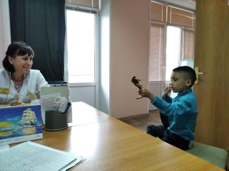 Благодарный пациент из Астрахани устроил концерт живой музыки для своего доктора