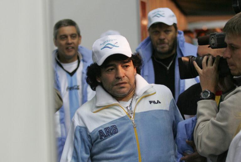 На 61-м году жизни скончался футболист Диего Марадона