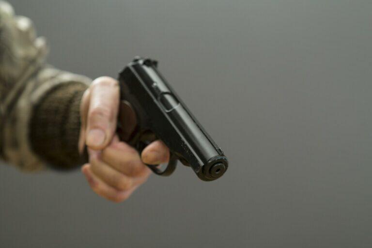 В Красноармейском районе подросток открыл стрельбу и ранил 6-летнюю девочку