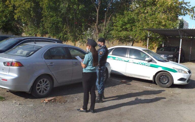 В Красноармейском районе Волгограда соседи покрывали должницу перед приставами