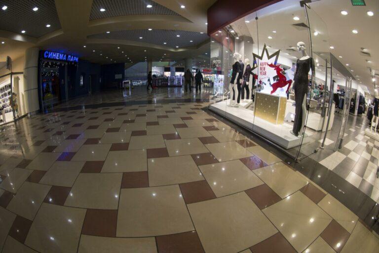 Школьникам и подросткам нельзя будет собираться в торговых центрах: опубликованы дополнения к коронавирусным ограничениям в Волгоградской области