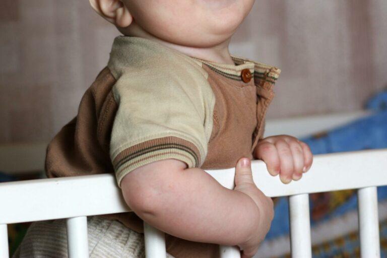 Уронил 5-месячного ребенка: нерадивому отцу из Михайловки грозит уголовная ответственность