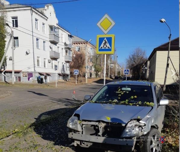 В Камышине при столкновении иномарок двух автомобилисток пострадала одна из водителей