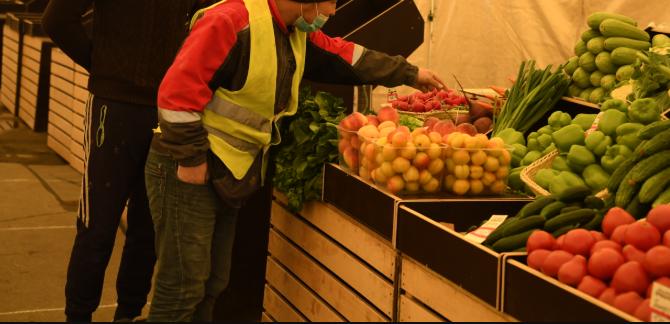 Полиция нашла нарушения у мигрантов на  Тракторозаводском рынке