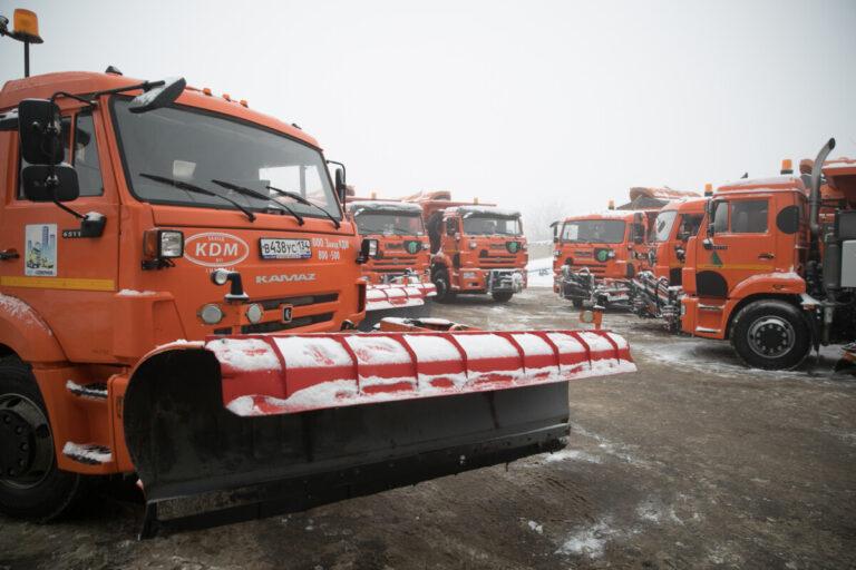 На волгоградские трассы для борьбы с непогодой выехало 52 единицы техники