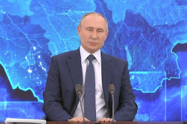 Владимир Путин: «До таких, как я, вакцина пока не добралась»