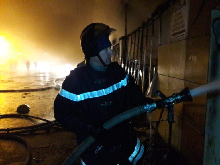 В Волгограде организована работа оперштаба по ликвидации последствий пожара на рынке