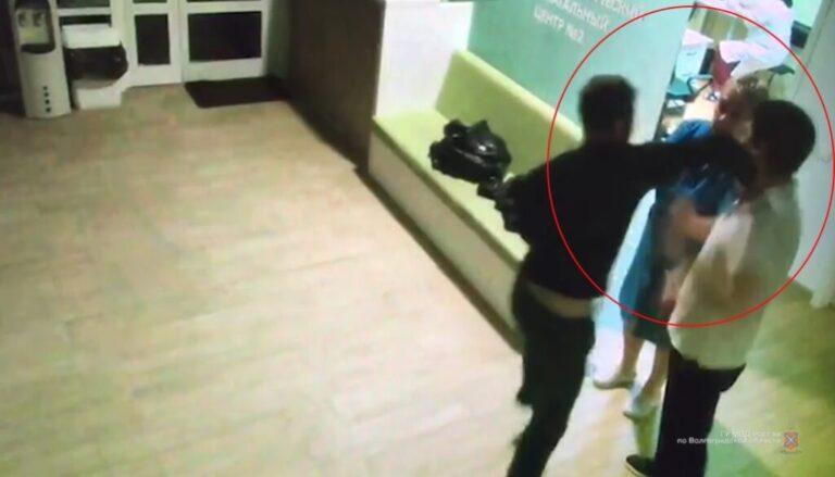 В Волжском огласили приговор мужчине, избившему работников перинатального центра