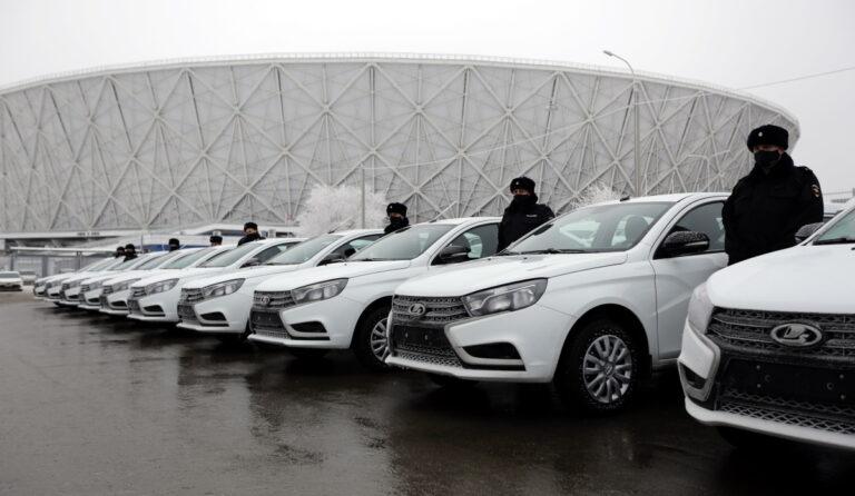 Перед Новым годом  автопарк волгоградских полицейских пополнили почти две сотни новеньких  служебных машин