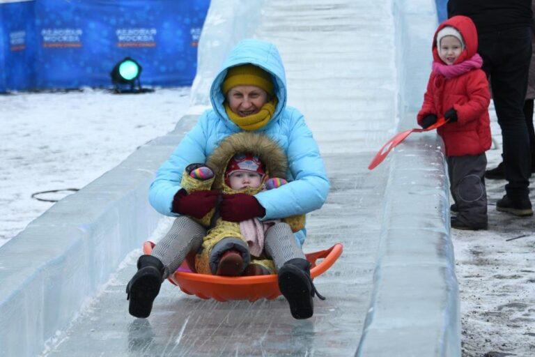 В Центральном районе Волгограда заработали ледяные горки