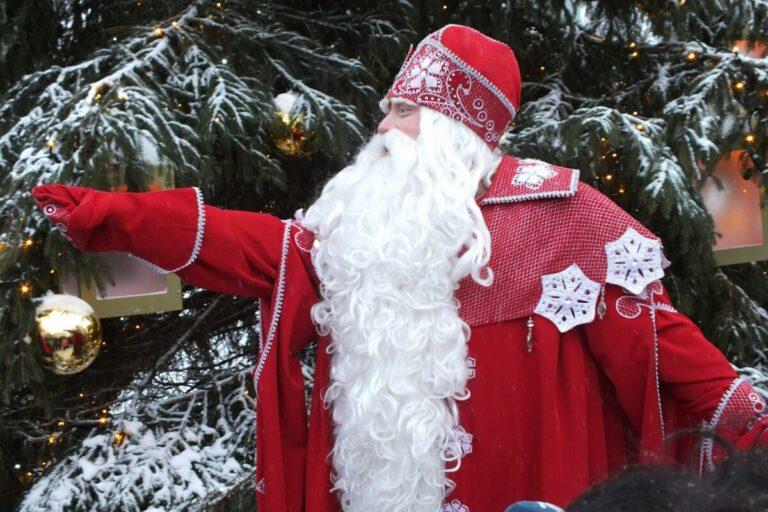 По Волгограду будет курсировать передвижная резиденция Деда Мороза