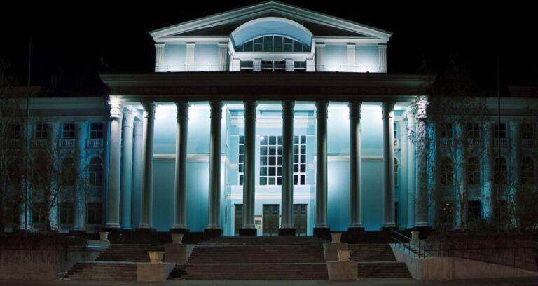 Волгоградцам представили обновленный колонный зал «Царицынской оперы»
