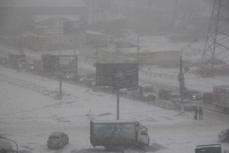 Волгоградских водителей предупредили о снегопаде и гололеде