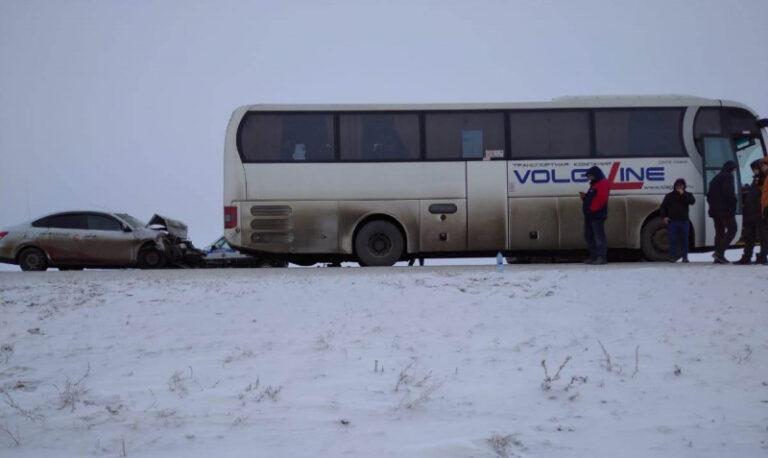 ДТП с рейсовым автобусом под Волгоградом: пятеро пострадали