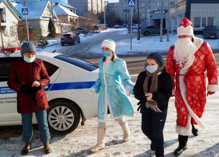 Полицейский Дед Мороз и спасатели  исполнили заветную мечту 8-летнего волгоградца