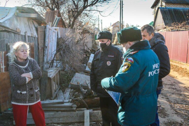 Жителей частного сектора Волгограда проверили на соблюдение правил пожарной безопасности