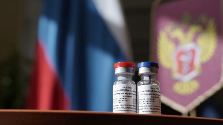 В Москве открыта запись для вакцинации от COVID-19 для врачей, учителей и соцработников