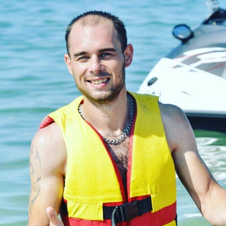Ушел с заправки: в Котово с 1 января ищут загадочно исчезнувшего парня с тату