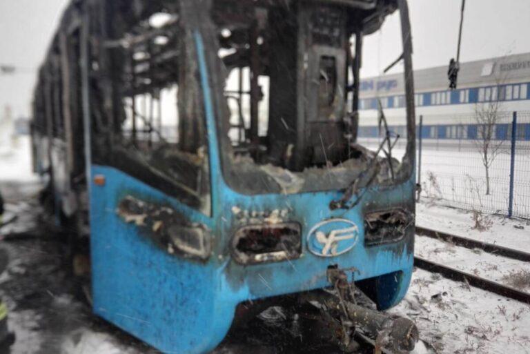 Стало известно, по какой причине в Волжском сгорел столичный трамвай