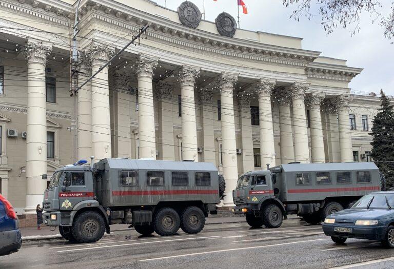 В Волгограде к зданию обладминистрации стягивают силы Росгвардии