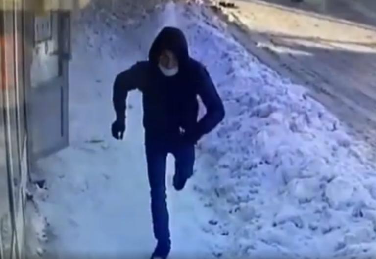 В Волгограде ограбление салона сотовой связи попало на видео