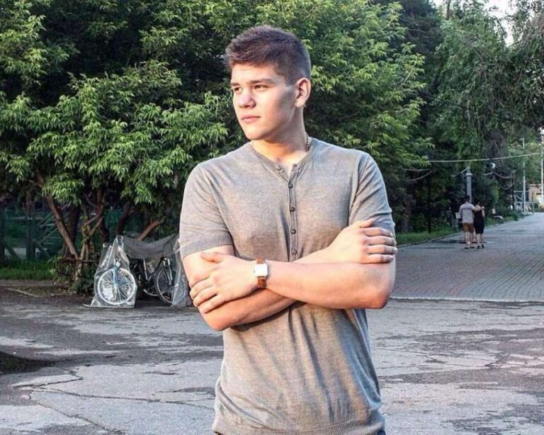 Погубивший в аварии под Волгоградом целую семью Ренат Булатов вышел на свободу