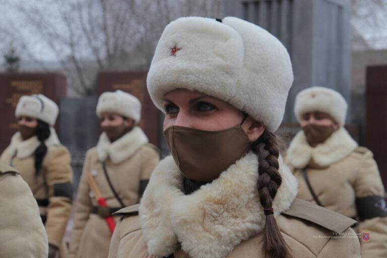 Девушки-регулировщицы украсят улицы Волгограда 1 и 2 февраля