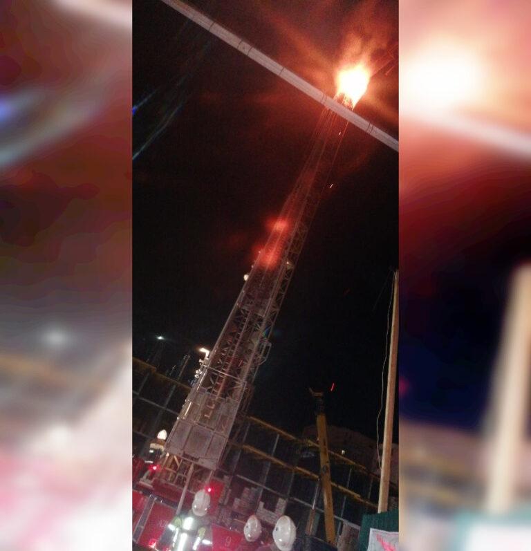 В Астрахани загорелась кабина башенного крана