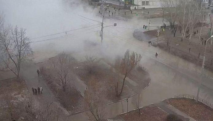 В Волжском при аварии на тепловых сетях получили ожоги несколько человек