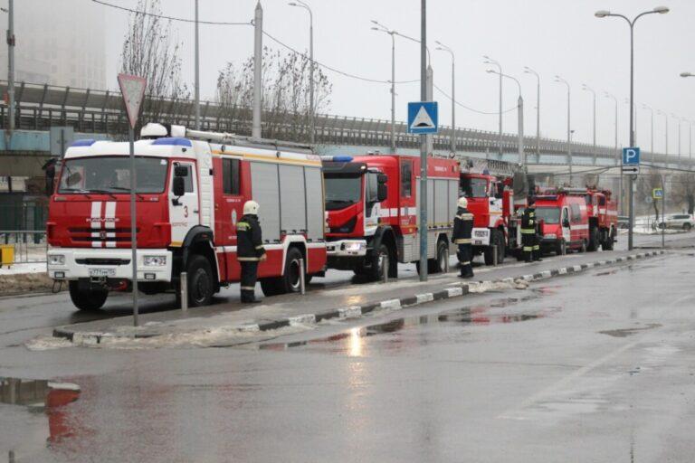 В Волгограде пожарные оцепили ТРЦ «Европа Сити Молл»