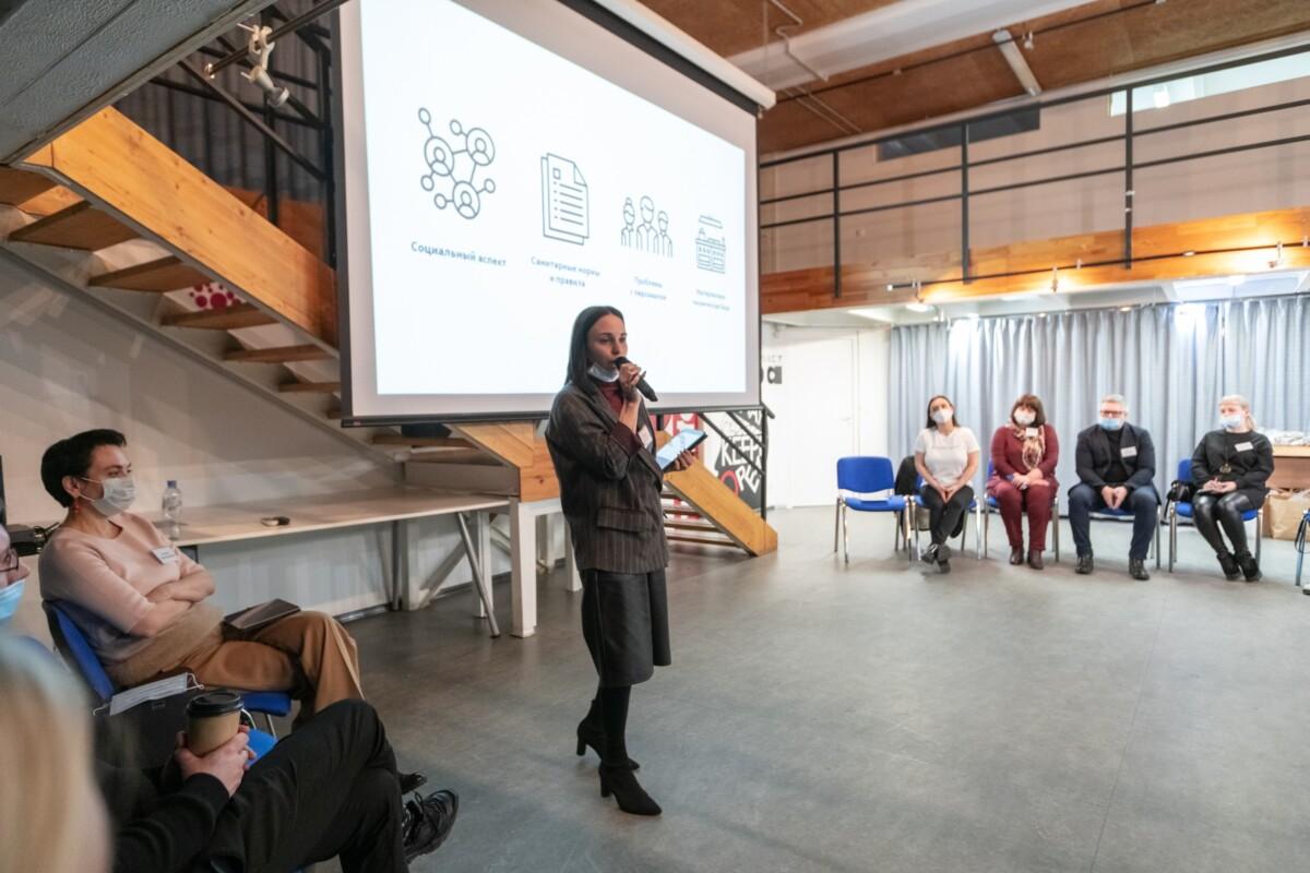 """Авторы проекта """"Школьное кафе"""" провели неформальный диалог с инициативной группой родителей"""