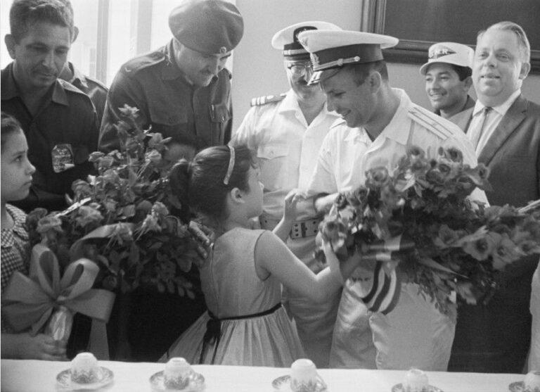 Ко Дню космонавтики волгоградцам покажут уникальные фото Юрия Гагарина
