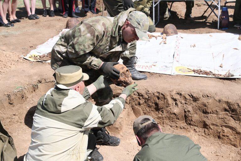 «Дрожь по коже»: в Волгограде губернатор побывал на горе смерти